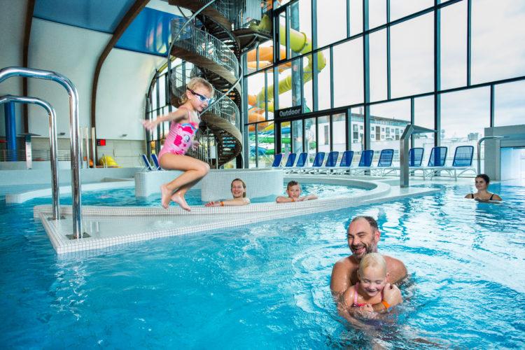 Rodinná nedeľa v bazénoch