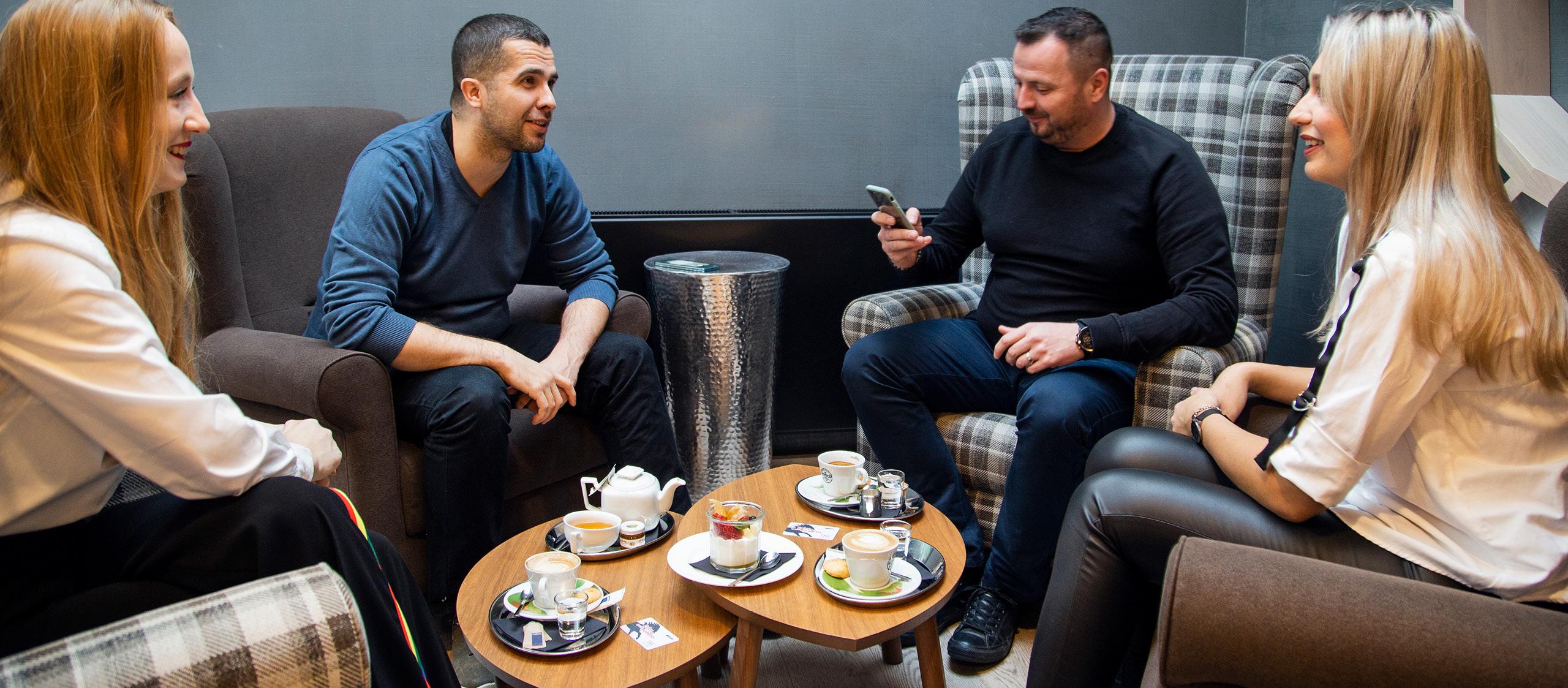 Káva s priateľmi v X-Bar